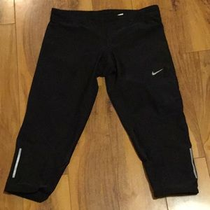 Nike dry fit cropped leggings medium